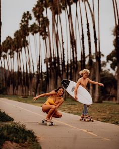 Surf and Skate Beach Aesthetic, Summer Aesthetic, Beach Vibes, Summer Vibes, Poses Photo, Surfer Girl Style, Summer Goals, Shooting Photo, Longboarding