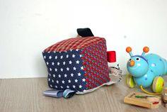 Cube d'éveil pour bébé par GodSavetheTeatime sur Etsy