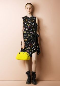 Moschino Cheap & Chic:Preview