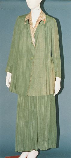 John Redfern  Day Dress Label: REDFERN Paris  c. 1915  Set of jacket and skirt in green silk pongee; lining and collar in silk habutae with floral print; pleated skirt.