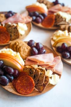 All the items of a big cheese board, put onto small wooden plates creating a cheese board for one, that you don't have to share! Charcuterie Plate, Charcuterie Recipes, Charcuterie And Cheese Board, Cheese Boards, Individual Appetizers, Great Appetizers, Appetizer Recipes, Tapas, Cheese Platters