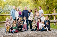 Large family picture pose.  ambervestphotography.com