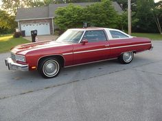 1976 Chevrolet Caprice Classic coupe - My old classic car collection Chevrolet Caprice, Chevrolet Bel Air, Chevrolet Chevelle, Caprice Classic For Sale, Cool Trucks, Cool Cars, Classic Chevrolet, Old Classic Cars, Chevy Impala