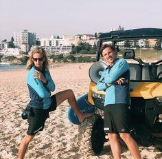 Beach Aesthetic, Travel Aesthetic, Red And Yellow Flag, Beach Life Quotes, Bondi Beach Australia, Nikki Bella Photos, Beach Lifeguard, Australia Tourism, Famous Beaches