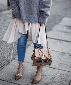 BEST OF BERLIN: cult 'Rockstud' style is the perfect pump to take you from day to evening. Paired with chic bag, it's no surprise that this blush color palette is a street style favorite. Emm yes the look tots inaprops cute! Fashion Outfits, Womens Fashion, Fashion Trends, Skirt Fashion, Style Fashion, Casual Fall Outfits, Mode Inspiration, Mode Style, Look Cool