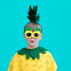 This adorable no-sew pineapple costume is quick and easy to make. Whip it up in under an hour and your little ones are ready to Diy Fruit Costume, Pineapple Costume Diy, Fruit Costumes, Diy Costumes, Halloween Costumes, Costume Ideas, Sharpie Crafts, Diy Wedding Projects, Classroom Inspiration