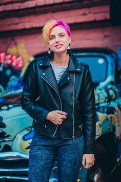 Работы Red Leather, Leather Jacket, Portrait, Jackets, Fashion, Studded Leather Jacket, Down Jackets, Moda, Leather Jackets