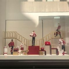 Christmas Window Display, Christmas Displays, Christmas Windows, Window Fitting, Visual Merchandising Displays, Window Design, Love To Shop, Jewellery Display, Cartier