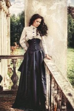 Victorian Steampunk Wedding Ideas ★ See more: www.weddingforwar… Victorian Steampunk Wedding Ideas ★ See more: www. Viktorianischer Steampunk, Costume Steampunk, Steampunk Outfits, Steampunk Couture, Steampunk Clothing, Steampunk Fashion Women, Steampunk Skirt, Vintage Outfits, Vintage Dresses