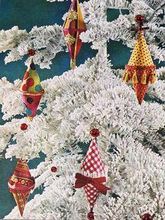 Better Homes & Gardens Christmas Decor Book (1966)