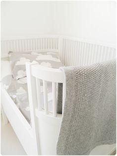 färg och form bed set for kids  http://www.nordliebe.com/Neuheiten/Bettwaesche-fuer-Kinder-%23-moln-grau::334.html
