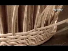 Jak to jest zrobione ? Plecionka (wiklinowe koszyki) ! Recycled Paper Crafts, Diy Crafts, Newspaper Art, Paper Weaving, Chinese Landscape, Paper Basket, Old Paper, Basket Weaving, Wicker
