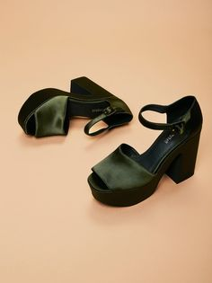 Jeffrey Campbell + Free People Green Satin Lockheart Platform at Free People Clothing Boutique Dr Shoes, Swag Shoes, Me Too Shoes, Fall Fashion Trends, 70s Fashion, Fashion Shoes, Pretty Shoes, Cute Shoes, Funky Shoes