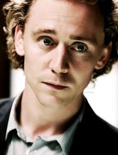 Tom as Magnus