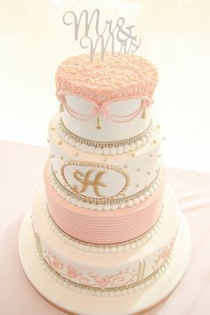Blush and gold wedding cake ~ Your Lovely Wedding Photography