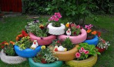 Surely you have ever the thought about what would be your perfect garden prototype, but the ideas have always been only in your imagination. Now it's time to discover the most attractive, versatile and economical garden ideas. Paper Flowers Roses, Paper Butterflies, Gold Office Decor, Garden Decor Items, Cottage Interiors, Easy Garden, Garden Pots, Garden Ideas, Container Flowers