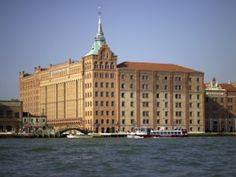 L'Hilton Molino Stucky Venice, il contemporaneo ed elegante hotel ricavato da un antico mulino di fine '800 situato sull'Isola della Giudecca, presenta due speciali proposte per la notte di Capodanno. Credit: Hilton Hotels & Resorts