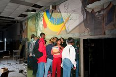 The arts mural on floor 3, 1988. Now and then: Picture from the project Detroiturbex.