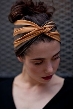 When you enjoy your holiday, what hairstyle would you like to have? We think that the best answer is the hair with bandana. Bandana is a piece of square cloth. Bandana Pelo, Bandeau Bandana, Bandana Hairstyles, Pretty Hairstyles, Girl Hairstyles, Easy Hairstyles, American Hairstyles, Black Hairstyles, Curly Hair Styles