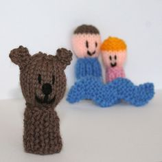 9 Finger Friends knitting patterns - We're Going on a Bear Hunt Knitting pattern by Amalia Samios - Lina Knitting Patterns Free, Free Knitting, Free Crochet, Free Pattern, Knit Crochet, Crochet Patterns, Christmas Shoebox, Story Sack, Finger Puppets