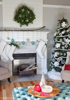 Christmas Decorating in the Family Room /  The Inspired Room