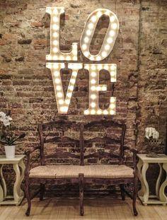 letras luminosas; letras decoração; como fazer letras com luzes; como fazer letras luminosas; como decorar com letras luminosas; letras de led;