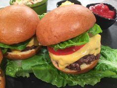 Τσίζμπεργκερ (Cheeseburger) με ψωμί brioche και σαλάτα coleslaw με ρόδι-featured_image Food Categories, Coleslaw, Finger Foods, Hot Dogs, Hamburger, Recipies, Food Porn, Homemade, Cooking