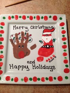 15 Creative Homemade Christmas Gifts for Grandparents - Christmas Ideas Christmas Gifts For Mom, Homemade Christmas Gifts, Noel Christmas, Christmas Plates, Funny Christmas, Christmas Presents For Grandparents, Kids Presents, Handmade Christmas, Christmas Hand Print