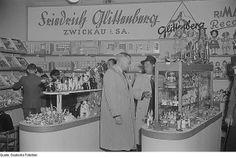 1952 Messestand mit Kaufläden und Puppenmöbeln - Friedrich Glittenberg, Zwickau i. SA | Flickr - Photo Sharing!