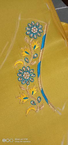 Chudi Neck Designs, Best Blouse Designs, Simple Blouse Designs, Sari Blouse Designs, Bridal Blouse Designs, Hand Designs, Simple Embroidery Designs, Bead Embroidery Patterns, Beaded Jewelry Patterns