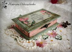 Discover thousands of images about Vintage decoupage box Decoupage Wood, Decoupage Vintage, Vintage Crafts, Painted Jewelry Boxes, Painted Boxes, Shabby Boxes, Creative Box, Pretty Box, Altered Boxes