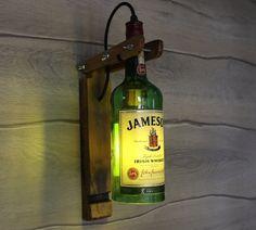 Jameson Wand Lampe Jameson Whisky Flasche Lampe Küche Dekor Lampe Bar Dekor Licht Schnaps Flasche Lampe Alkohol Flasche Lampe Schlafzimmer Lampe This lamp is made entirely by hand from authentic vinta Old Liquor Bottles, Liquor Bottle Lights, Liquor Bottle Crafts, Alcohol Bottles, Lighted Wine Bottles, Diy Bottle, Alcohol Bottle Decorations, Alcohol Bar, Bottle Art