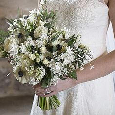 Today's bouquet @berkeleycastle  #white #whiteflower #springwedding #spring #springflowers #instaflowers #weddingbouquet #Florist #wedding #weddingflorist #weddinginspiration #berkeleywedding #thenaturalbouquet