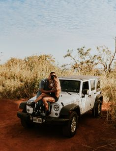 This Jeep adventure session was sooo much fun and honestly seemed so fitting for Kauai! Beach Engagement, Engagement Couple, Engagement Session, Engagement Photos, Hawaii Adventures, Photoshoot Concept, Adventure Couple, Couple Photography Poses, Jeep Life