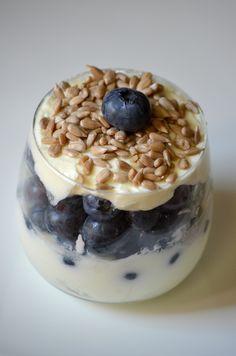 #deser #dieta #skinny #healthy #borówki #jogurt #jogurt grecki #ziarna słonecznika #zdrowie #www.mishelkalife.blogspot.com