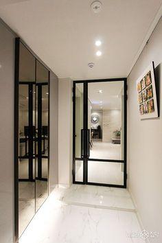 현관,화이트,대리석타일,중문,액자레일 Home Interior, Interior Architecture, Interior Design, Study Cafe, Door Design, House Design, Space Interiors, House Entrance, Home And Living