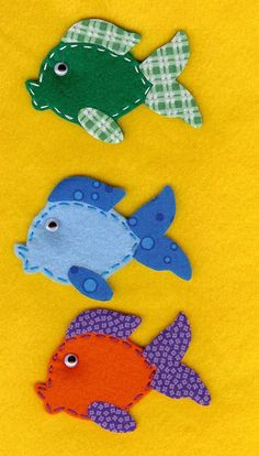 I love the mixture of solid colors with prints on these felt fish!