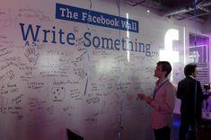 On vous fait visiter les nouveaux bureaux de Facebook France ? Facebook, Random Stuff, Social Media, France, Desk, Baby Born, Random Things, Social Networks, Social Media Tips