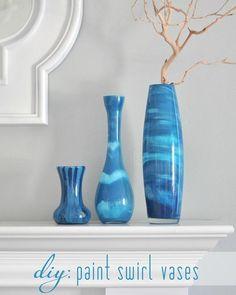 Pintar jarrones de cristal con remolinos de color | Aprender manualidades es facilisimo.com