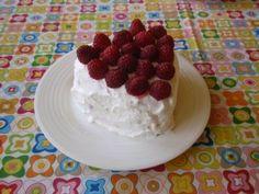 Aneta Goes Yummi: Malé srdiečkové malinovo-šľahačkové tortičky