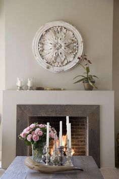 Love the weathered wood + modern fire place (Belgian Pearls) - Fireplace Decor Simple Fireplace, Modern Fireplace, Fireplace Mantle, Fireplace Surrounds, Fireplace Design, Foyers, My Living Room, Home And Living, Plaster Ceiling Rose