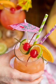 Summer Mixed Drinks, Mixed Drinks Alcohol, Fall Drinks, Holiday Cocktails, Summer Cocktails, Party Drinks, Rum Punch Recipes, Drink Recipes, Ramen Recipes