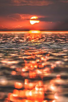 Canon Photography: Depth of field is very effective in order to create interest. Ocean Wallpaper, Summer Wallpaper, Scenery Wallpaper, Wallpaper Backgrounds, Wallpaper Samsung, Beautiful Nature Wallpaper, Beautiful Sunset, Beautiful Landscapes, Amazing Sunsets