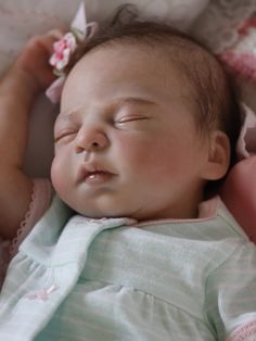 Leah by Sandra White reborned by Mary DiStefano Live Baby Dolls, Real Life Baby Dolls, Lifelike Dolls, Realistic Dolls, Reborn Dolls, Reborn Babies, Beautiful Babies, Beautiful Dolls, Wiedergeborene Babys