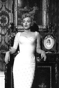 Marilyn Monroe - The Biggest Movie Stars From The Year You Were Born - Pho. - Marilyn Monroe – The Biggest Movie Stars From The Year You Were Born – Photos - Old Hollywood Stars, Old Hollywood Glamour, Hollywood Actor, Golden Age Of Hollywood, Vintage Glamour, Hollywood Actresses, Hollywood Fashion, Marilyn Monroe Stil, Marilyn Monroe Outfits