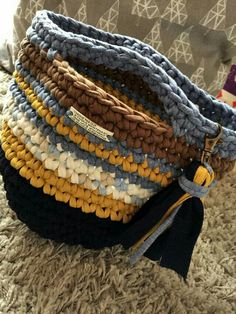 Crochet Tote, Crochet Handbags, Crochet Purses, Crochet Yarn, Diy Crochet Projects, Crochet Ideas, Knit Basket, Diy Tote Bag, Mode Jeans
