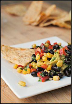Black Bean Salsa with Corn, Red Peppers, Avocado and Lime-Cilantro Vinaigrette  #vegan #food #gnamgnam #salad #salsa