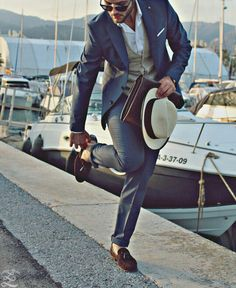 Gentleman Style 544231936205347800 - Always put your best foot forward – Suit and Tie gentleman! Gentleman Mode, Gentleman Style, Mode Masculine, Sharp Dressed Man, Well Dressed, Moda Do Momento, Costume Gris, Moda Formal, Look Man