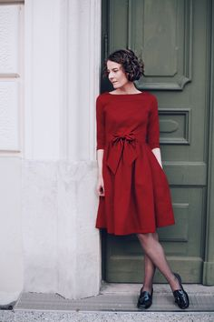 Lady in Red! - Misses Popisses Winter Mode Outfits, Winter Fashion Outfits, Modest Fashion, Fashion Ideas, Women's Fashion, Classic Feminine Style, Classic Style Women, Elegant Dresses Classy, Classy Dress
