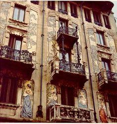 An Art Nouveau building in via Malpighi Art Nouveau, Art Deco, Historical Architecture, Art And Architecture, Moda Milano, Milan Travel, Best Street Art, Visit Italy, Milan Italy